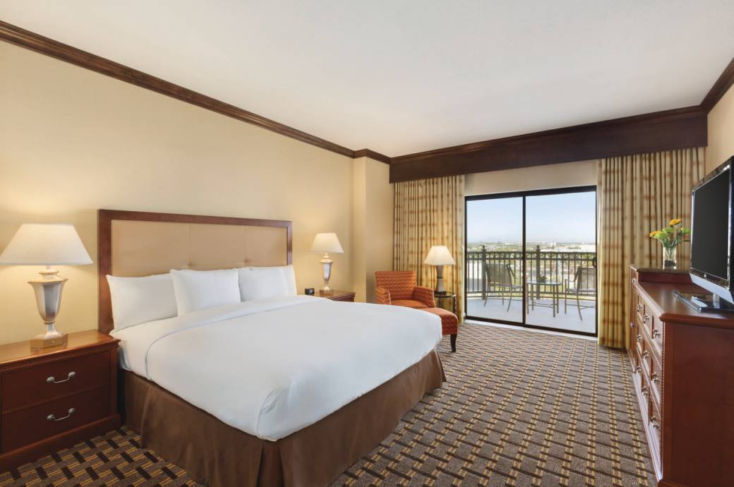 Hilton Phoenix Chandler Corner Room with Balcony