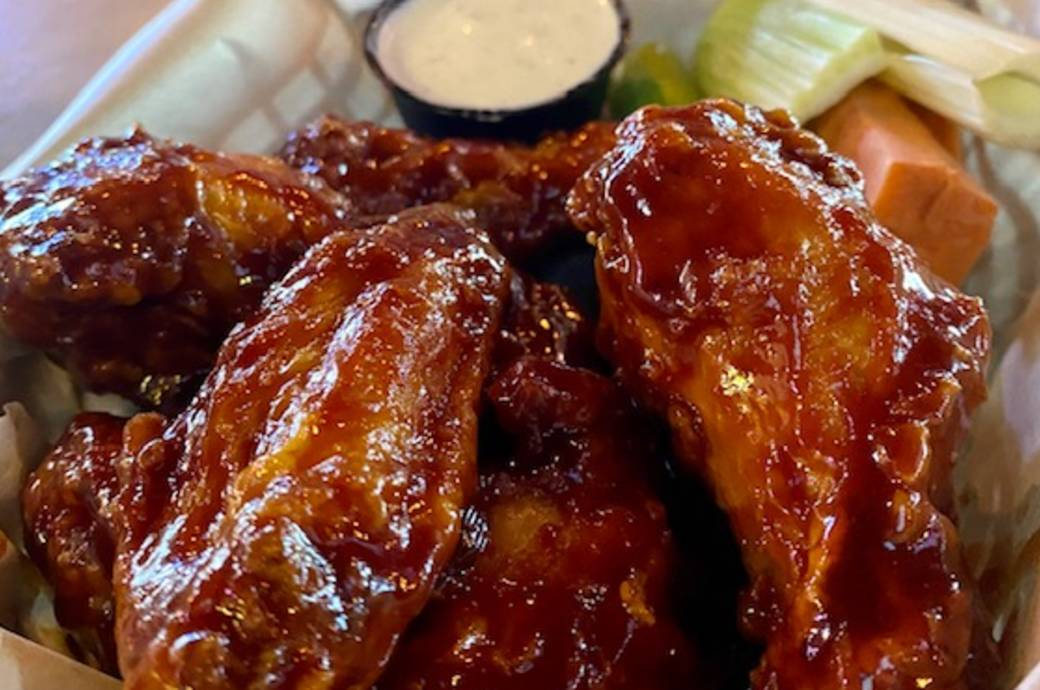 Howler's Restaurant and Sports Bar - Wings