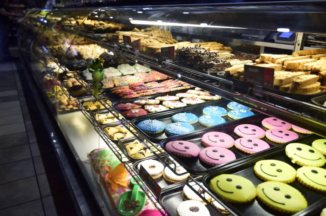Chompie's - Bakery Case
