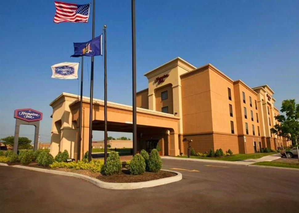 Exterior of the Hampton Inn Rochester Irondequoit