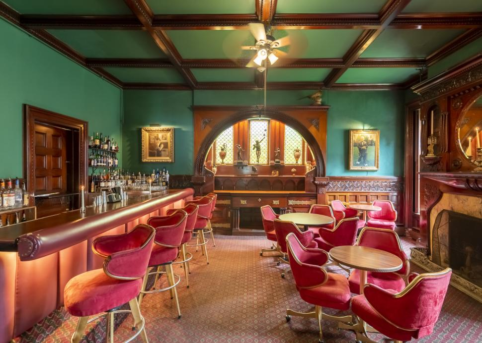 Bar inside Edgar's