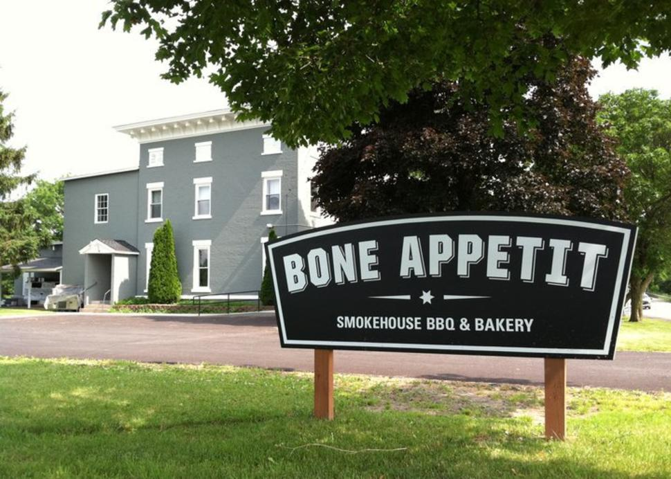 Bone Appetit exterior with sign