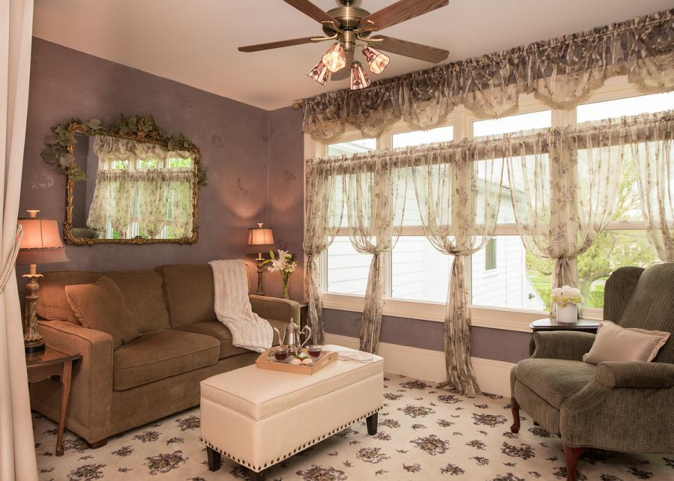 Photo Of A Luxurious Sunroom Inside The Inn On The Main
