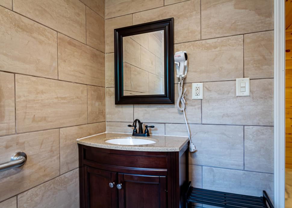 Cabin C Master Bathroom