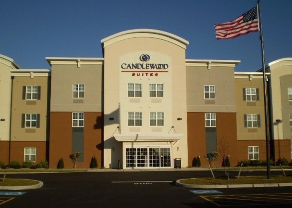 Candlewood Suites in Horseheads is conveniently located near Corning, Elmira & Watkins Glen.