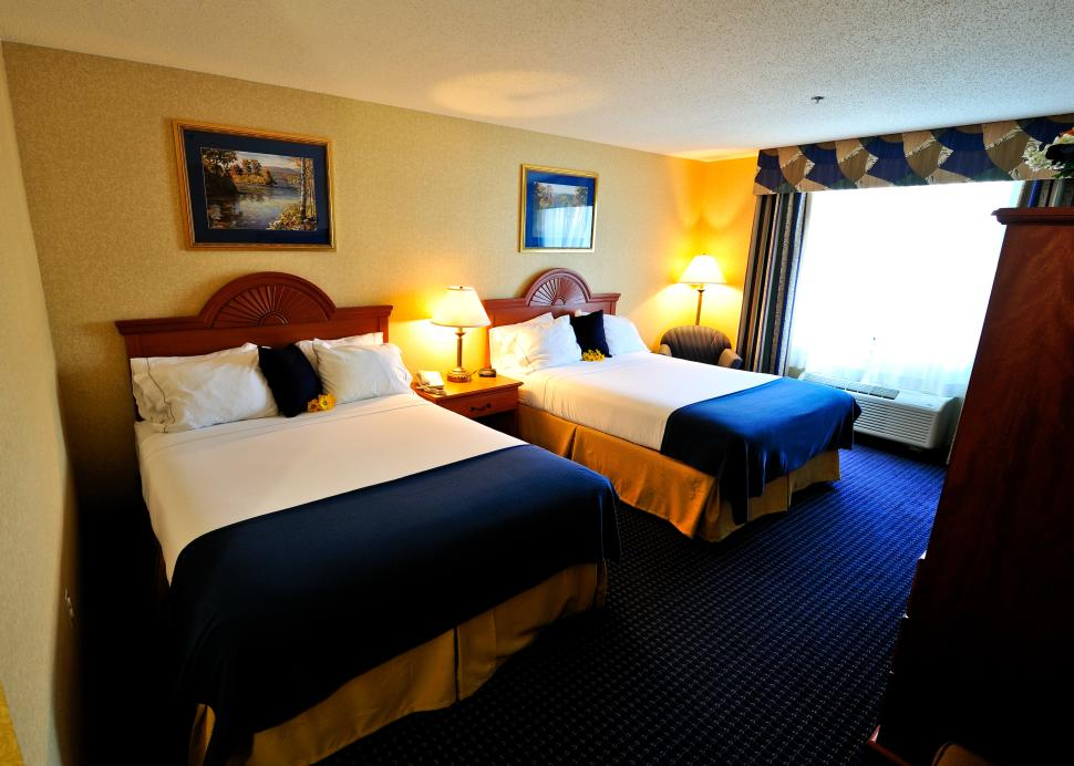 Sleeping Room 2 Queen Beds