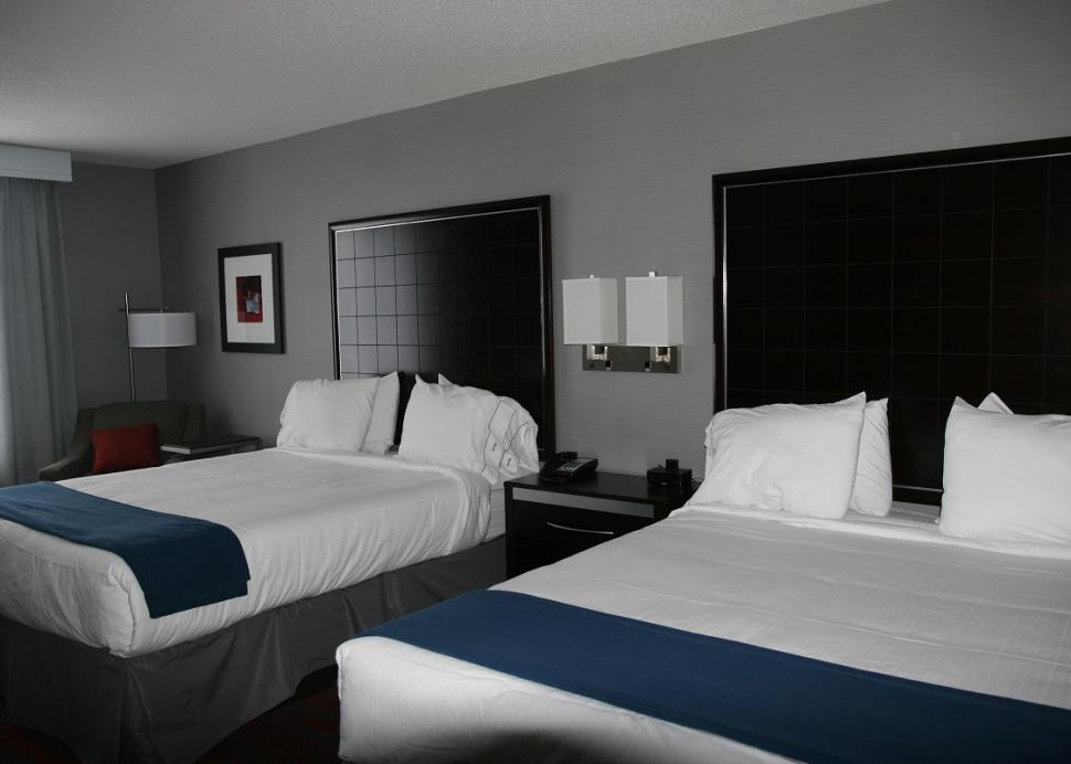 holiday-inn-express-canandaigua-room