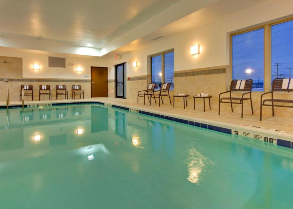 Holiday Inn Express & Suites - DeWitt