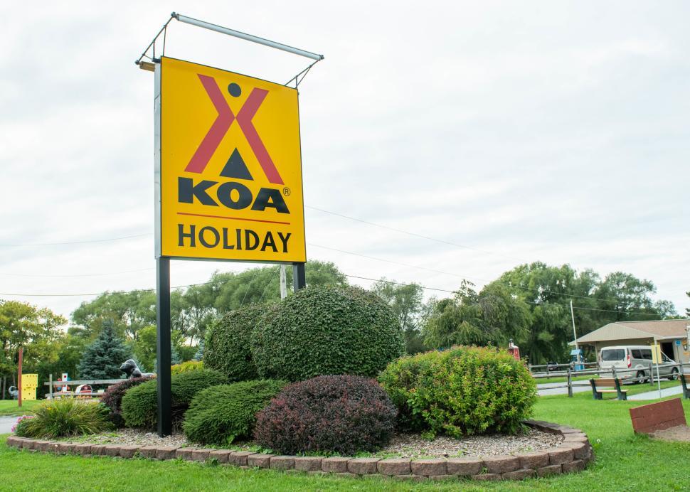 Exterior sign of KOA Campground in Canandaigua Farmington