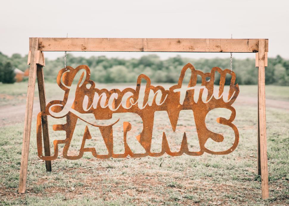 Lincoln Hill Farms Sign