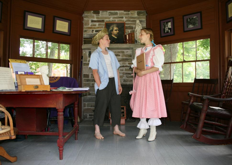People dressed up as Tom Sawyer and Becky Thatcher at the Mark Twain Study