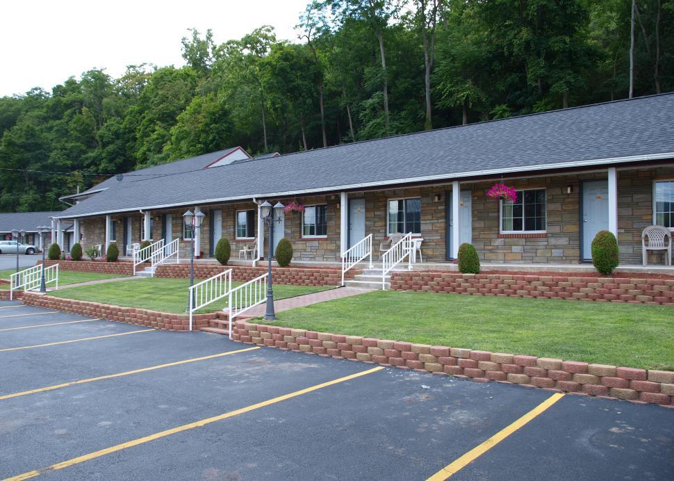 Motel-style lodging in downtown Watkins Glen
