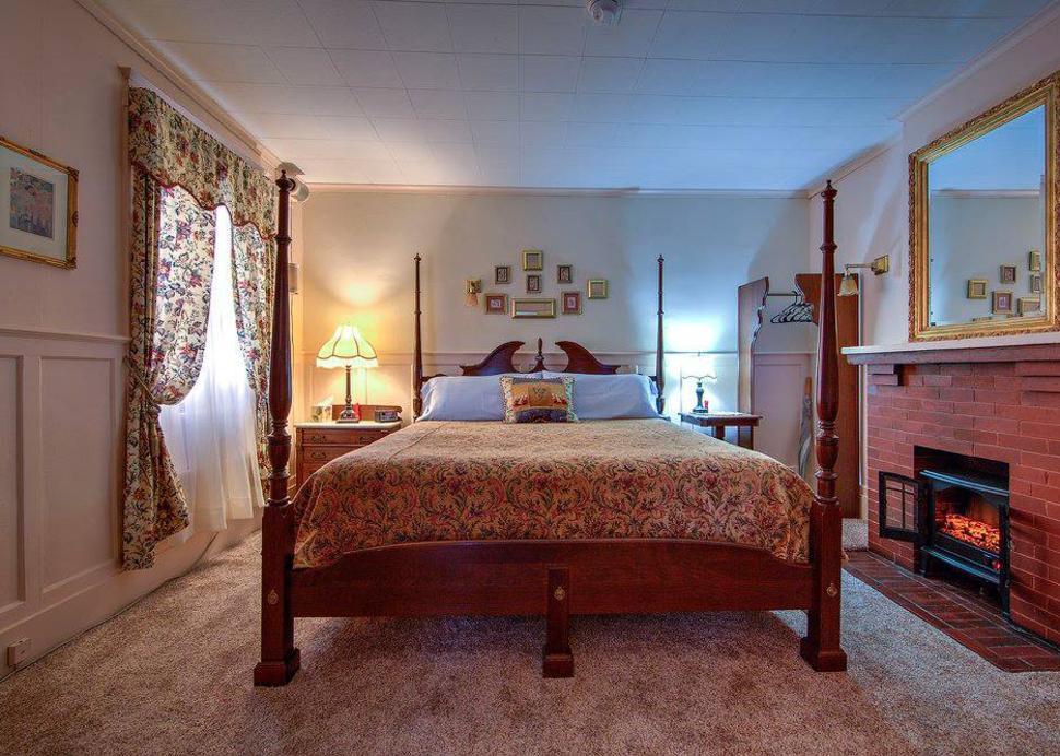 Rosewood Inn Room