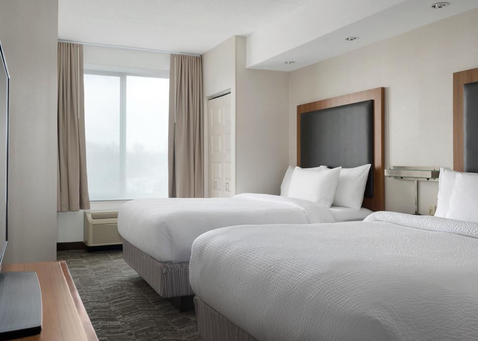 Enjoy more room to spread out with our Queen/Queen suites