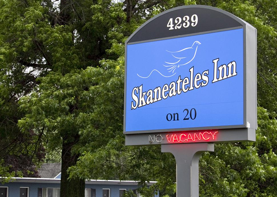 Skaneateles Inn on 20 Sign