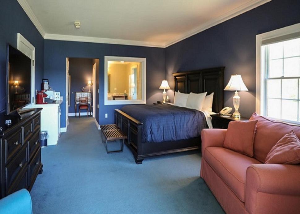 Edgewood King Spa Room