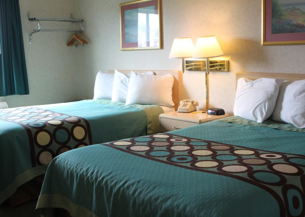 Super 8 Motel - 2 Double Bed Room