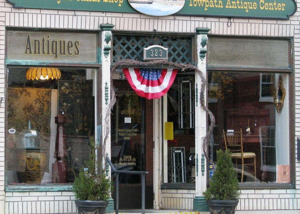 Palmyra Canal shop and towpath antique center