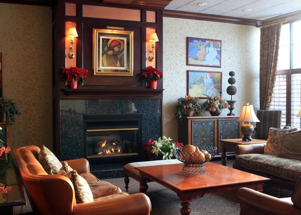 The-Inn-on-the-Lake-Canandaigua-lobby-fireplace