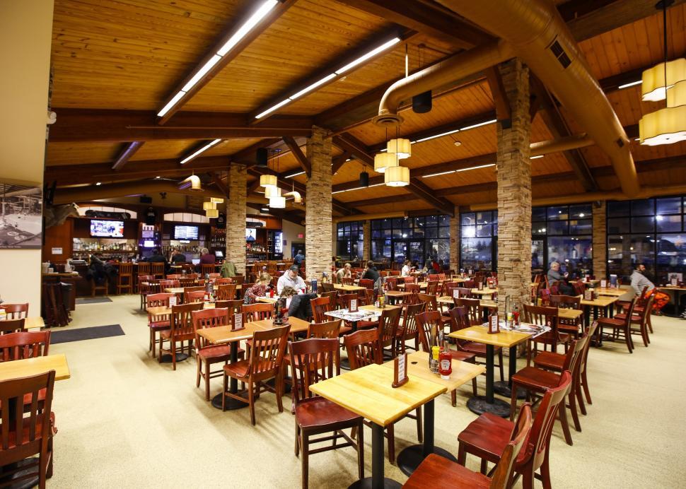 Trax Pub & Grill