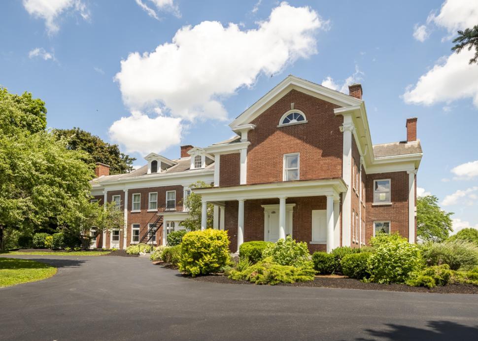 White Springs manor driveway
