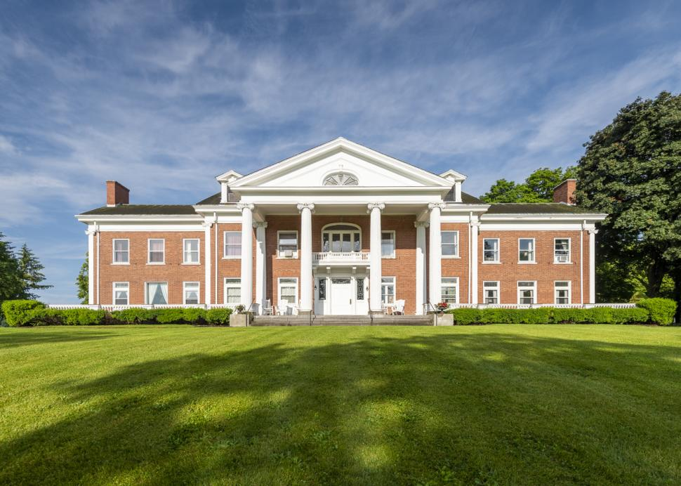 White Springs Manor exterior (2)