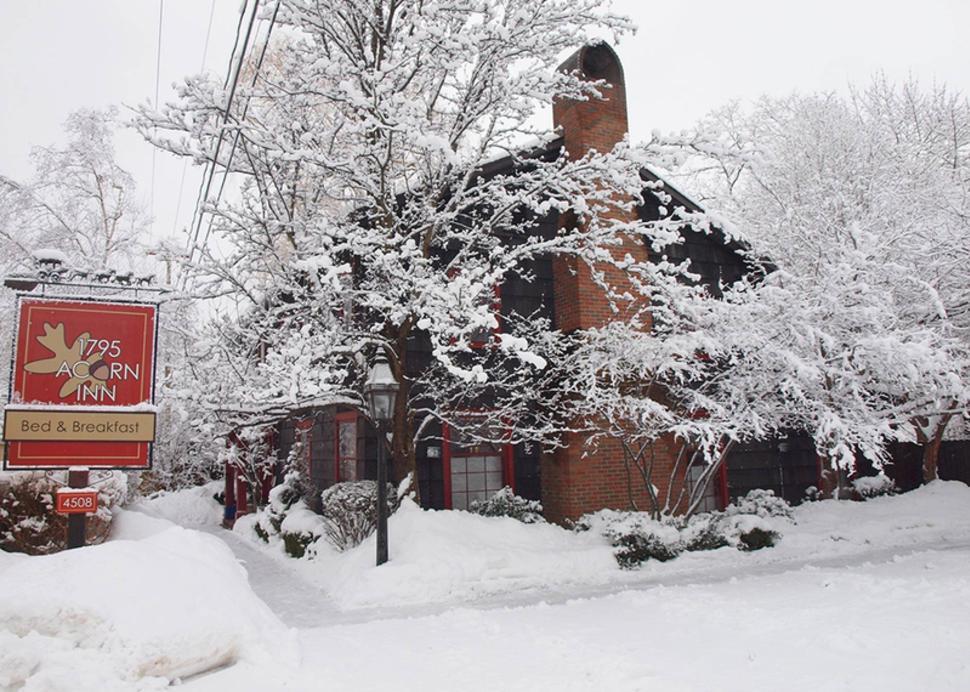 acorn-inn-canandaigua-exterior-winter-snow-sign-trees