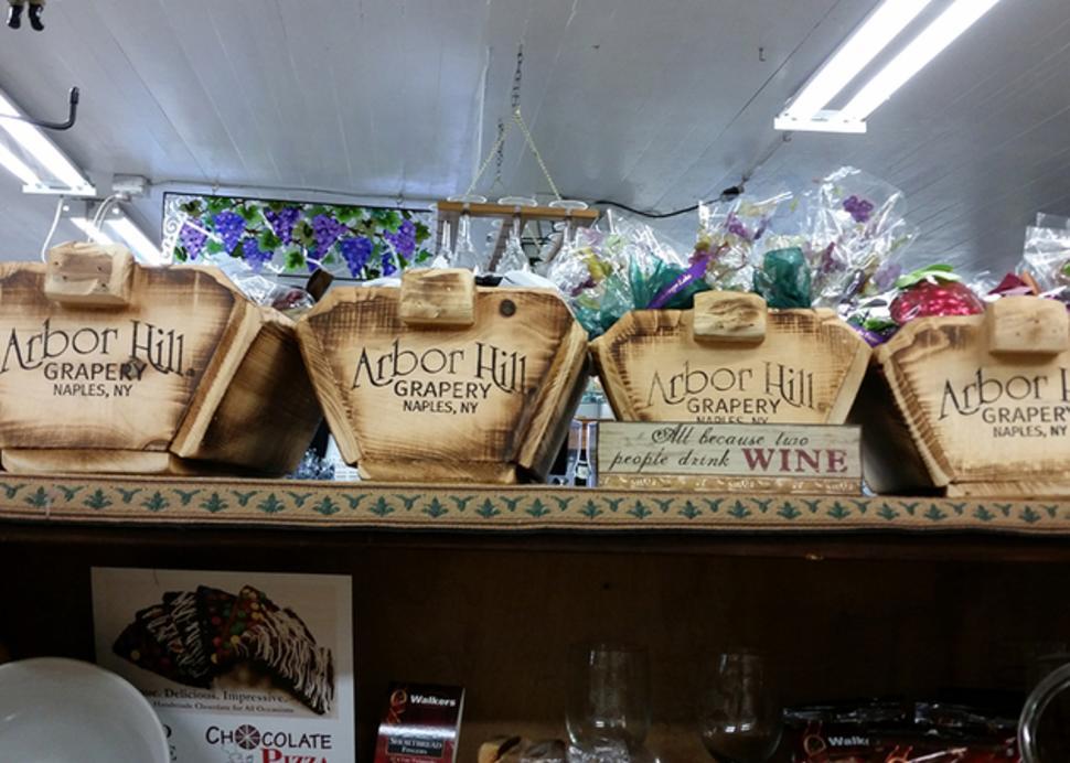 arbor-hill-naples-interior-baskets
