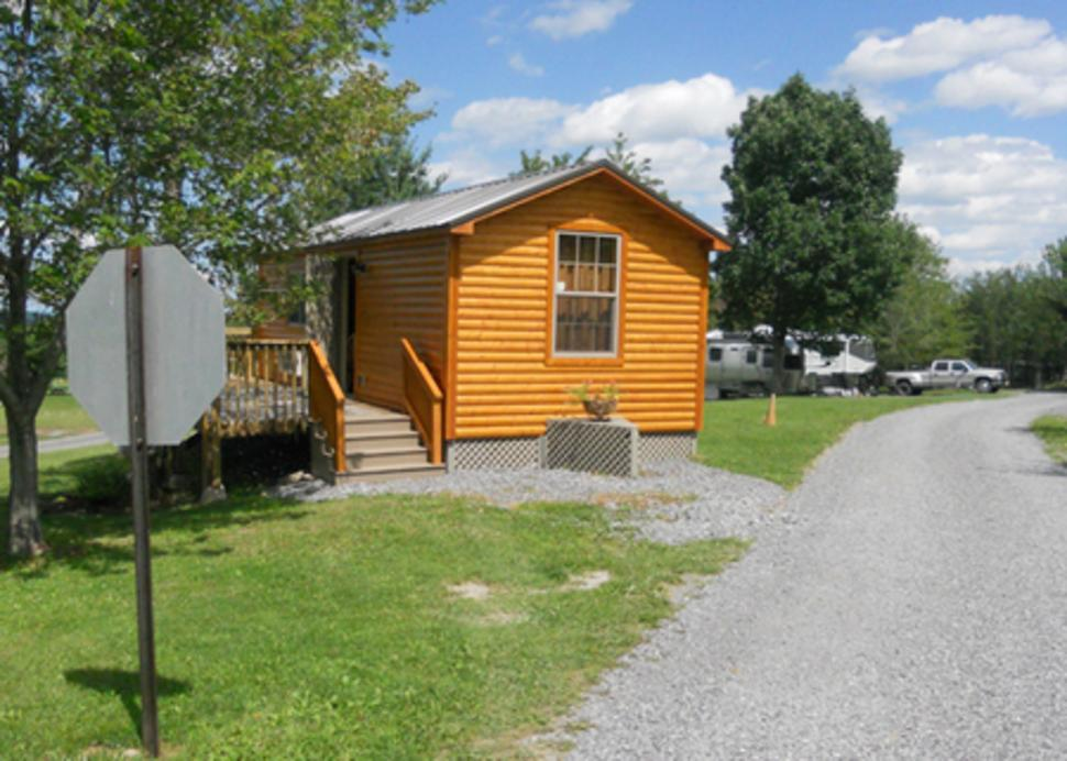 bristol-woodlands-canandaigua-cabin-exterior