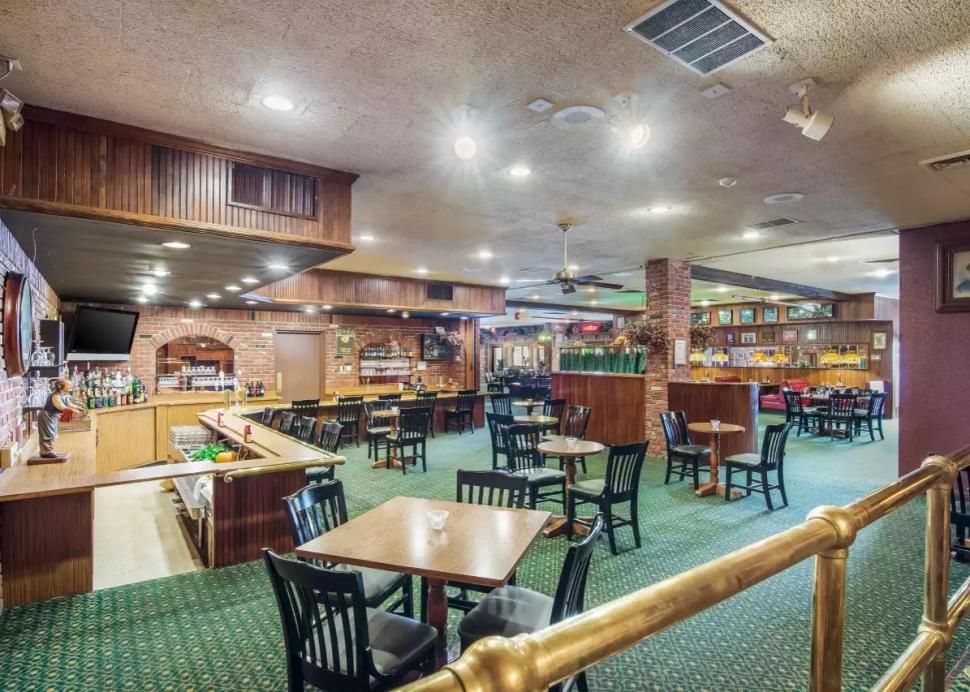 Dapper's Restaurant & Lounge