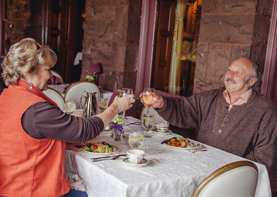 finger-lakes-belhurst-geneva-couple-toasting-wine