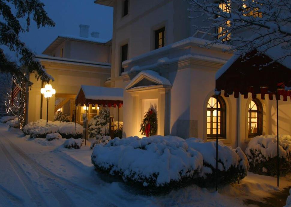 Exterior of Geneva on the Lake snowed in during the wintertime