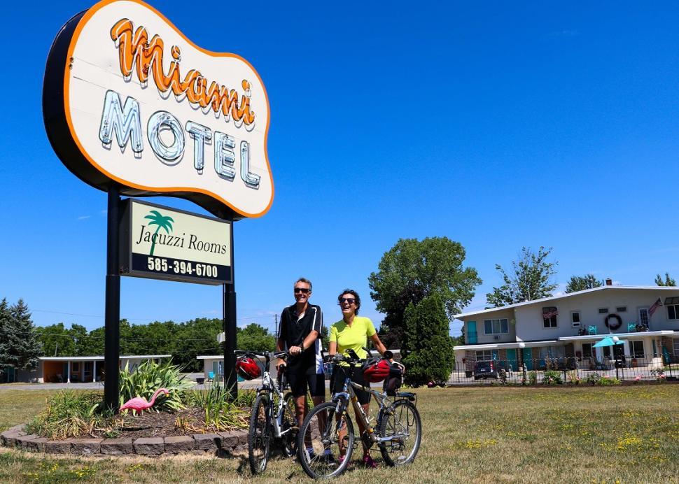 miami-motel-canandaigua-sign