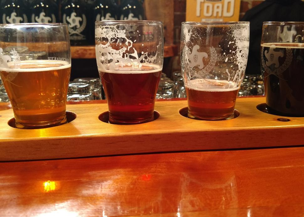 peacemaker-brewing-interior-bar-beer-flight
