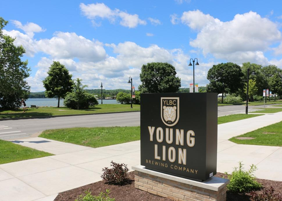 young-lion-brewing-canandaigua-exterior