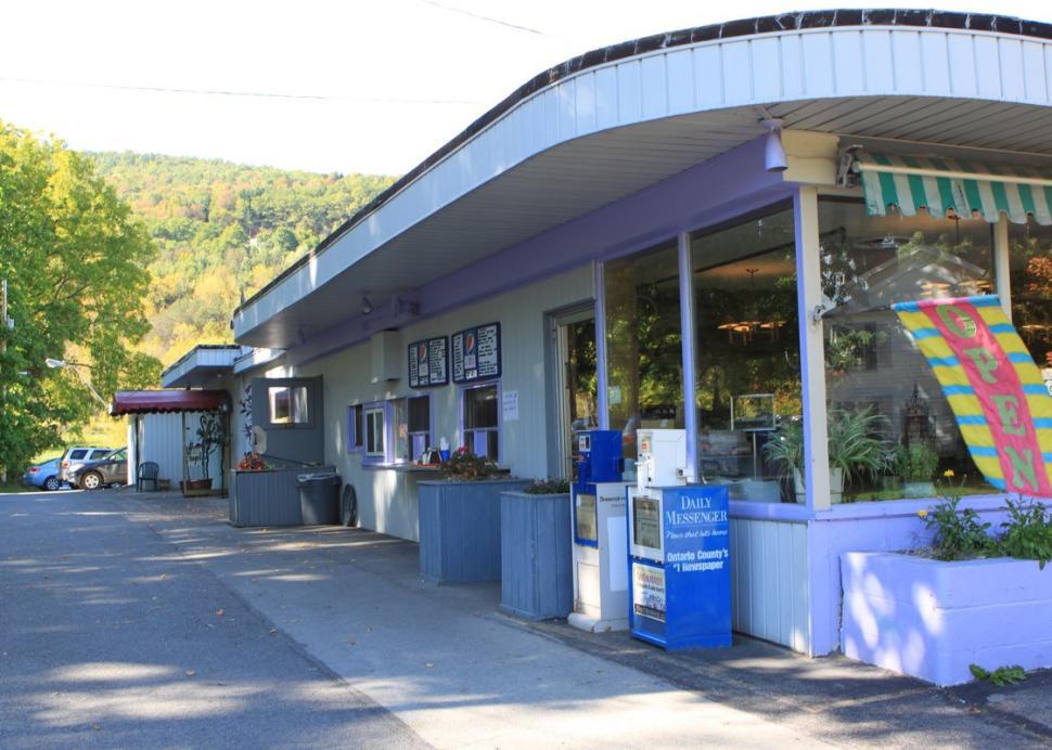 Entrance to Bob 'N Ruth's