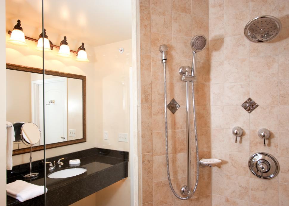 deluxe king shower