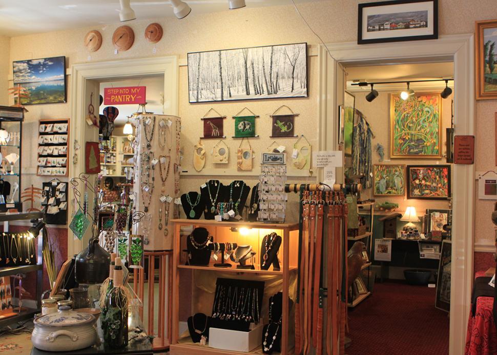 artizanns-naples-interior-jewelry-paintings
