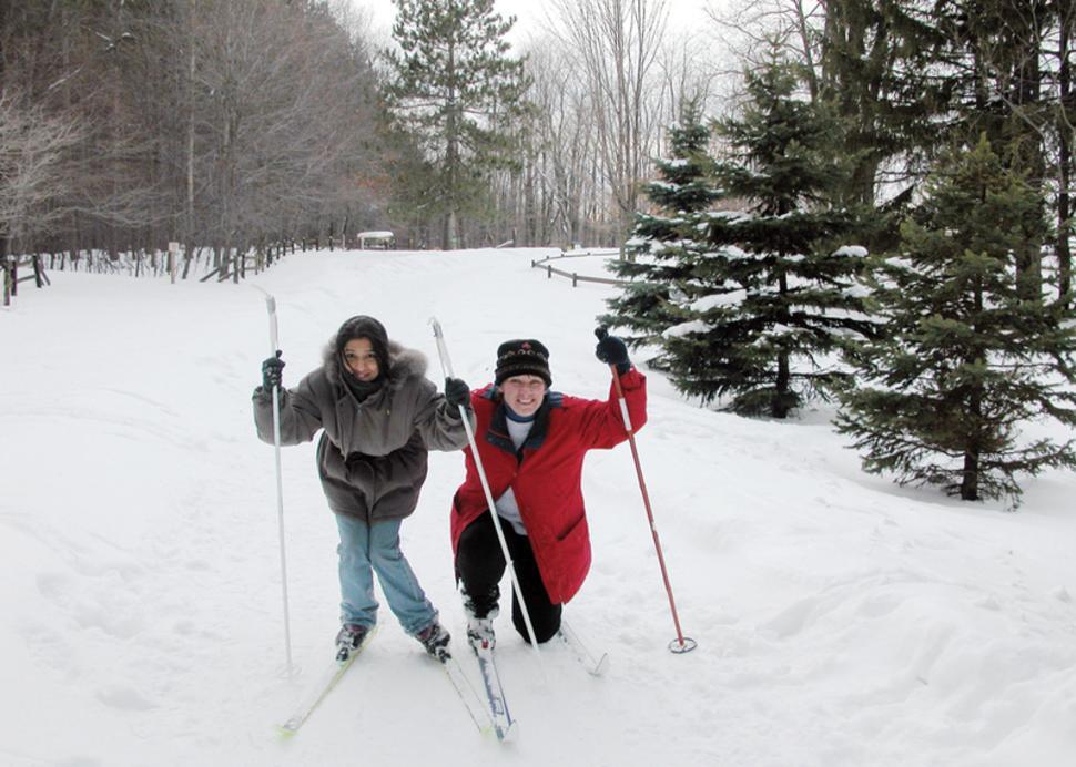 cumming-nature-center-people-skiing