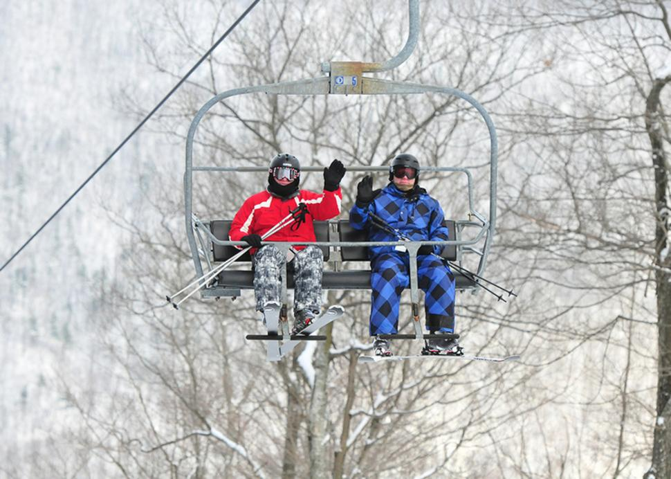 finger-lakes-bristol-mountain-wave-ski-lift
