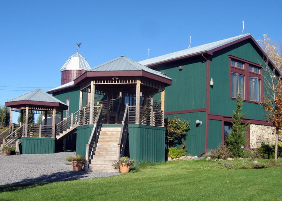 finger-lakes-heron-hill-tasting-room-bristol-exterior