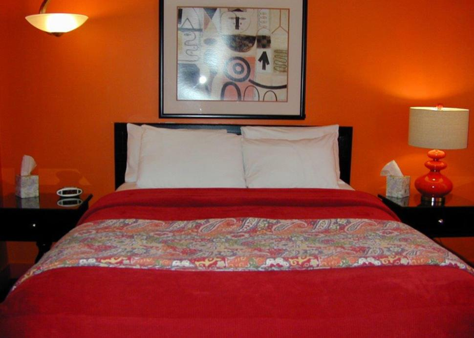 miami-motel-canandaigua-red-bed