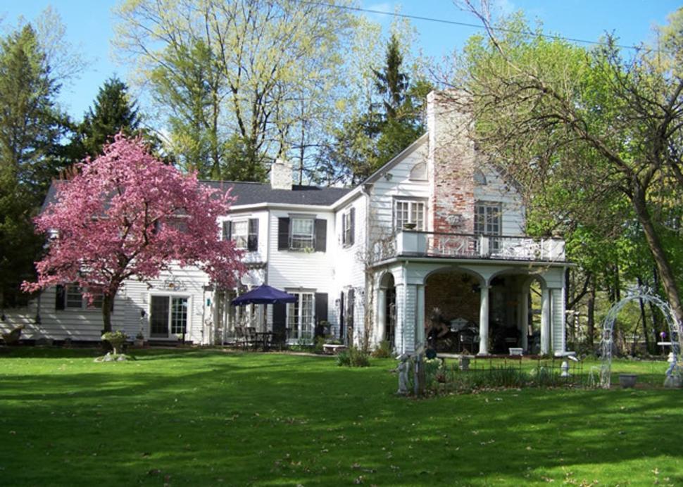 ophelia's garden inn