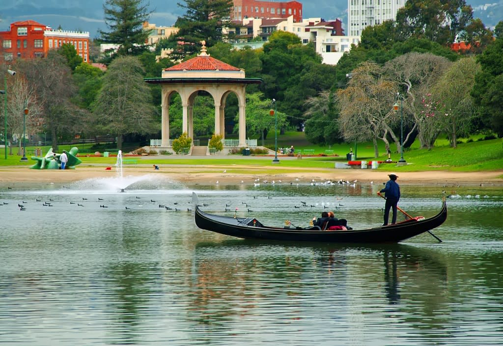 Lake Merritt_Gondolier_Photo by Jerry Ting