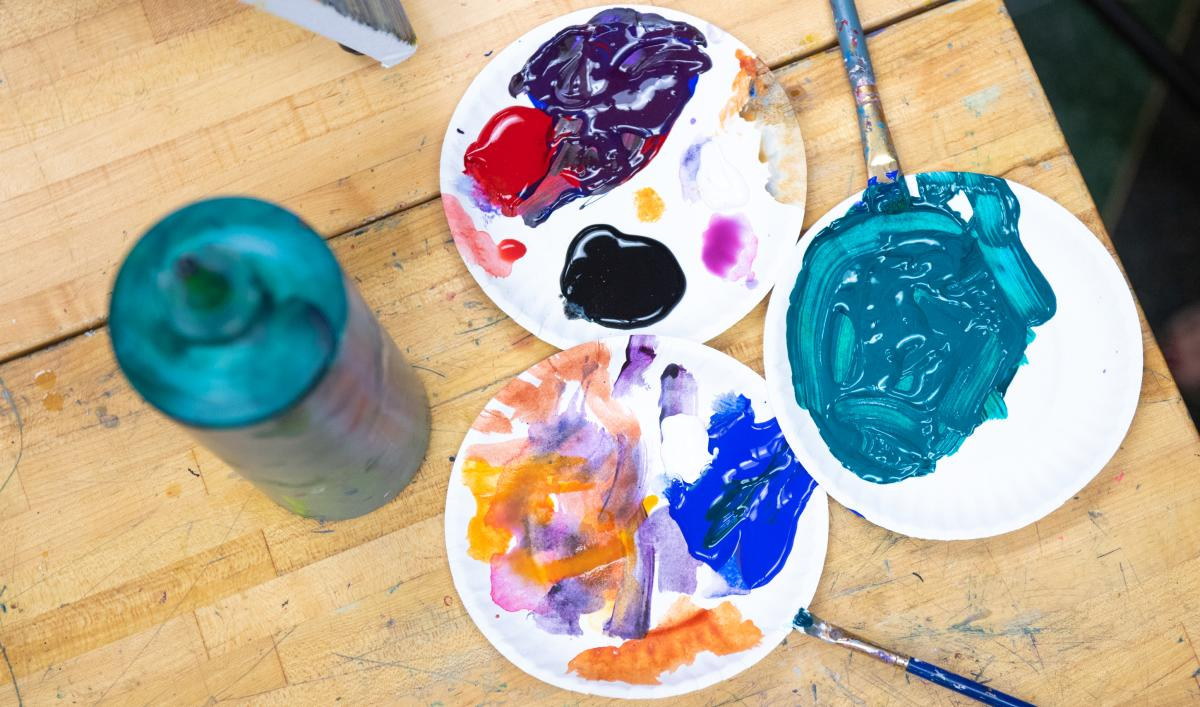 Mixing plates with an assortment of paint colors