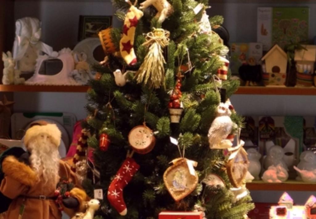 bayou bend shops tree