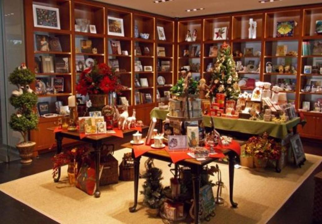 christmas shop at bayou bend