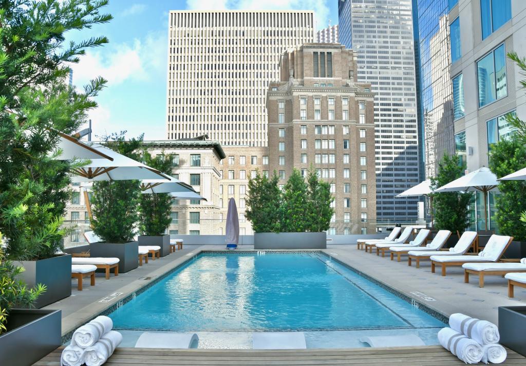 Alessandra Daytime Pool