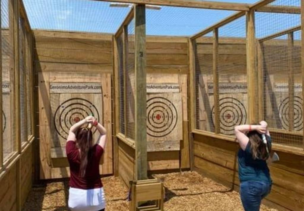Geronimo - ax throwing 1