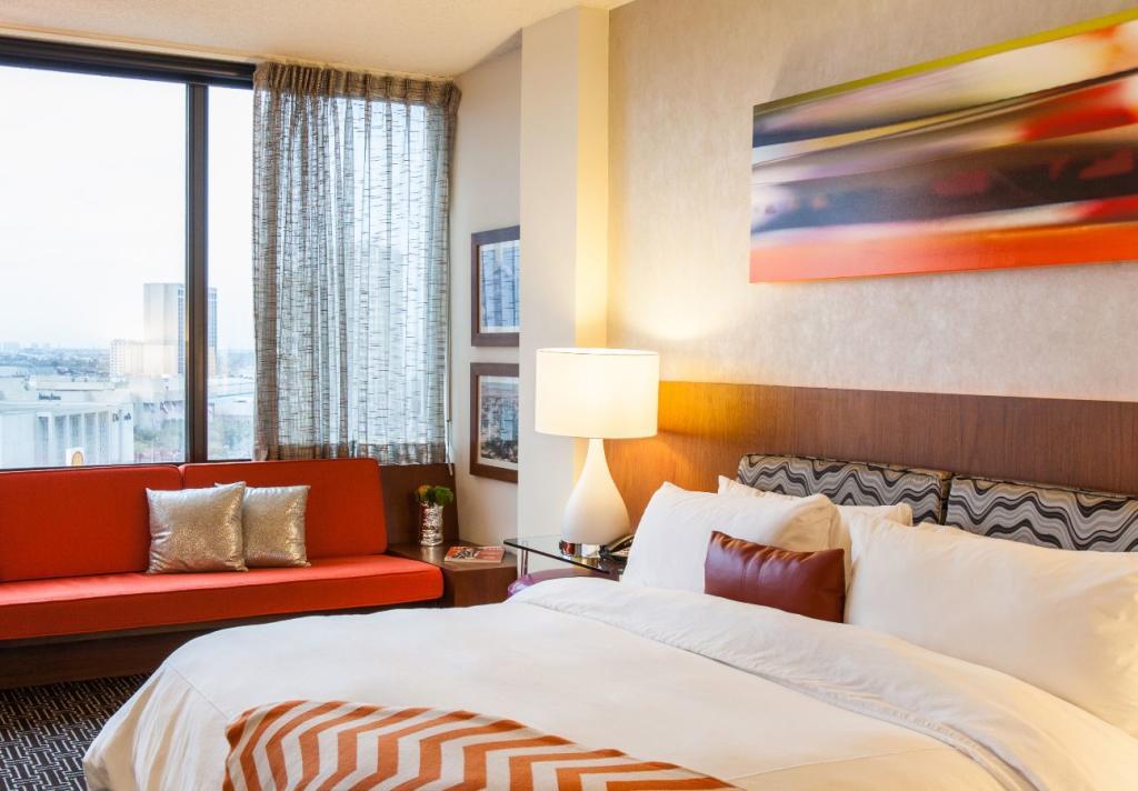 Hotel Derek King Bed